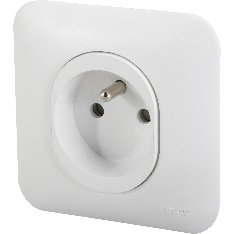 prise avec terre ovalis schneider electric blanc leroy merlin. Black Bedroom Furniture Sets. Home Design Ideas