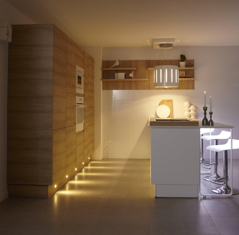 La cuisine allie joliment bois et inox leroy merlin - Cuisine eclairage ...