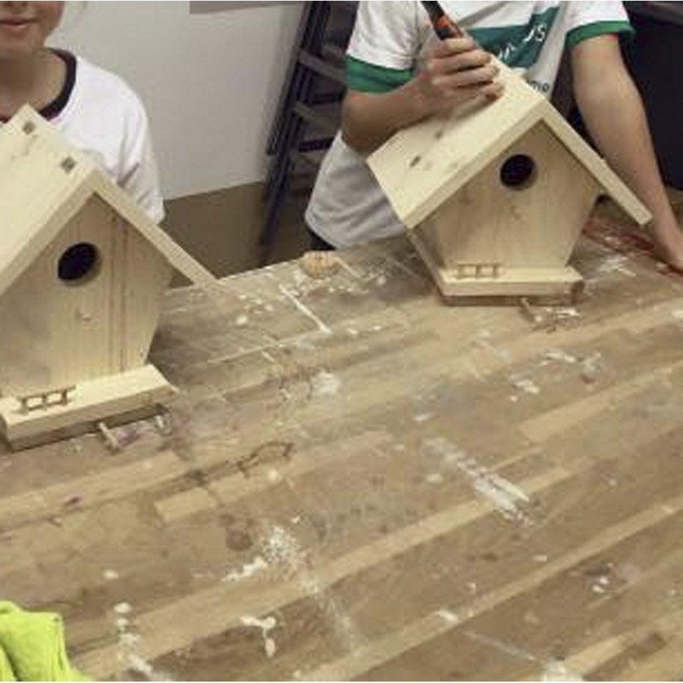 Atelier enfant fabriquer un nichoir en bois 1h30 2h for Fabriquer fenetre atelier bois