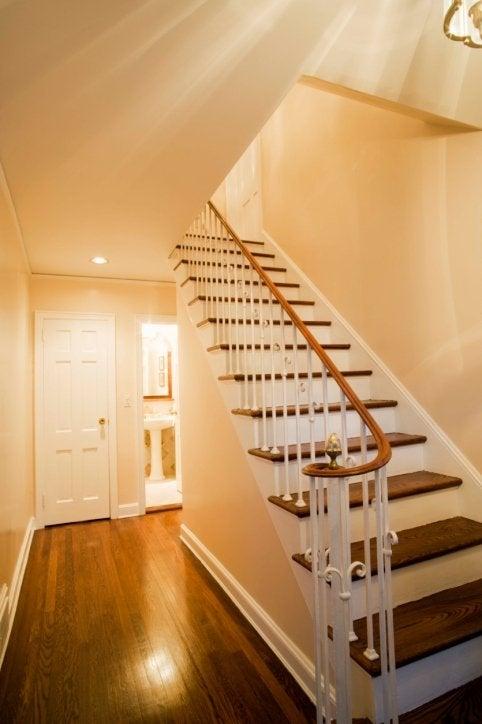 Peindre un escalier est relativement facile. Il faut du soin et une ...