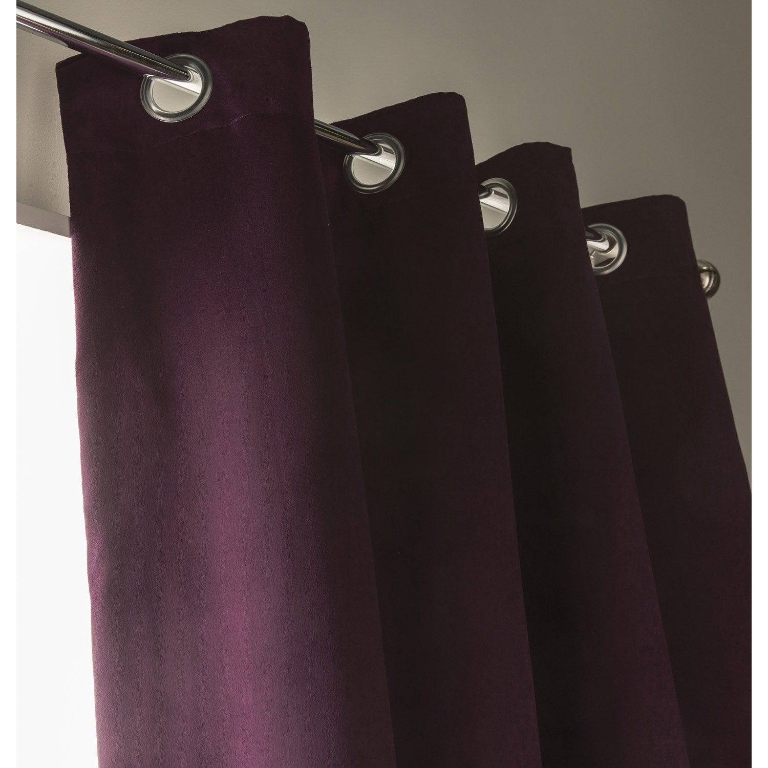 rideau de couleur aubergine photo. Black Bedroom Furniture Sets. Home Design Ideas
