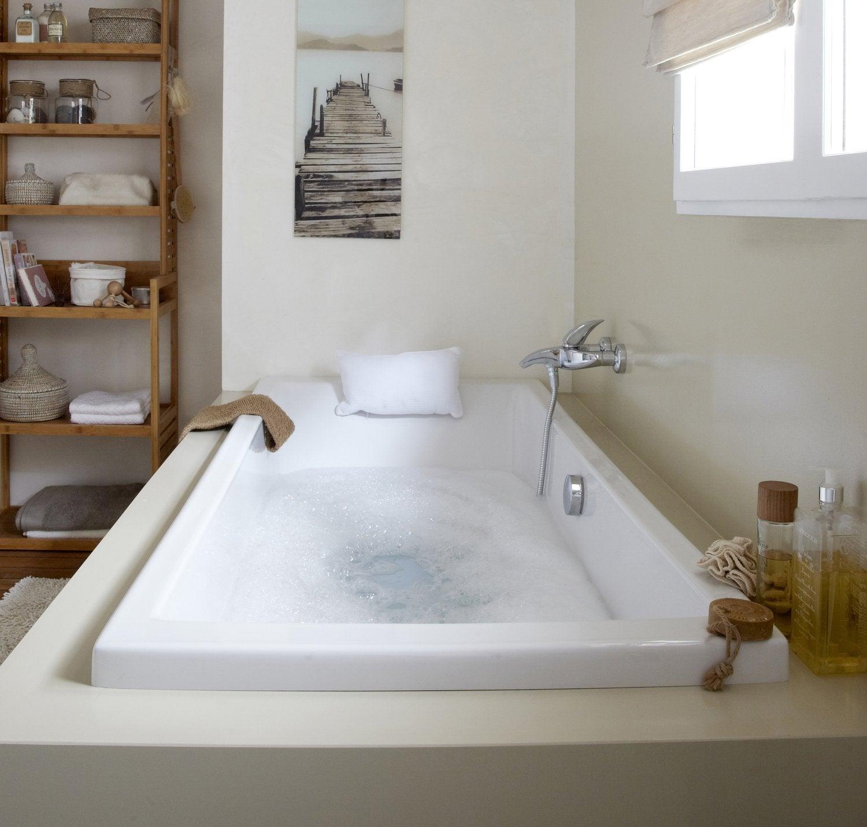Une alcove design dans la douche leroy merlin for Leroy merlin salle bain baignoire balneo