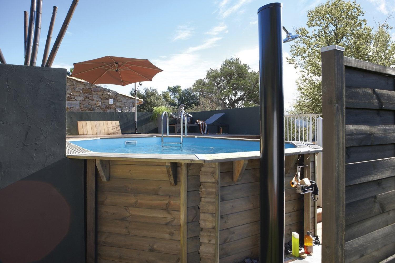 Une piscine hors sol bois de forme rectangulaire leroy for Piscine hors sol originale