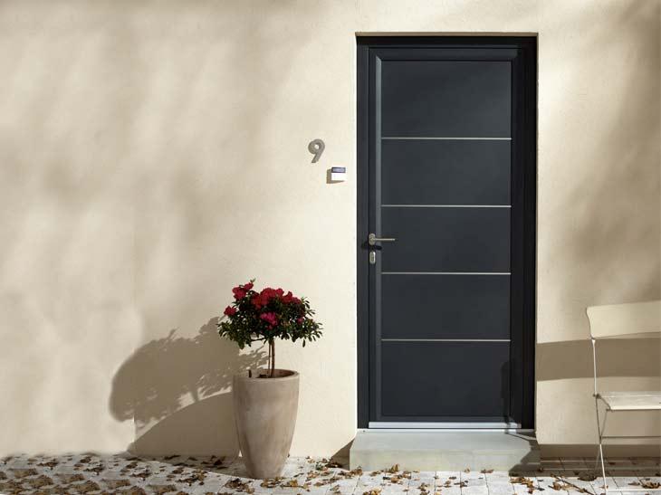 Porte d entree contemporaine de villa deco maison moderne for Decoration porte entree villa