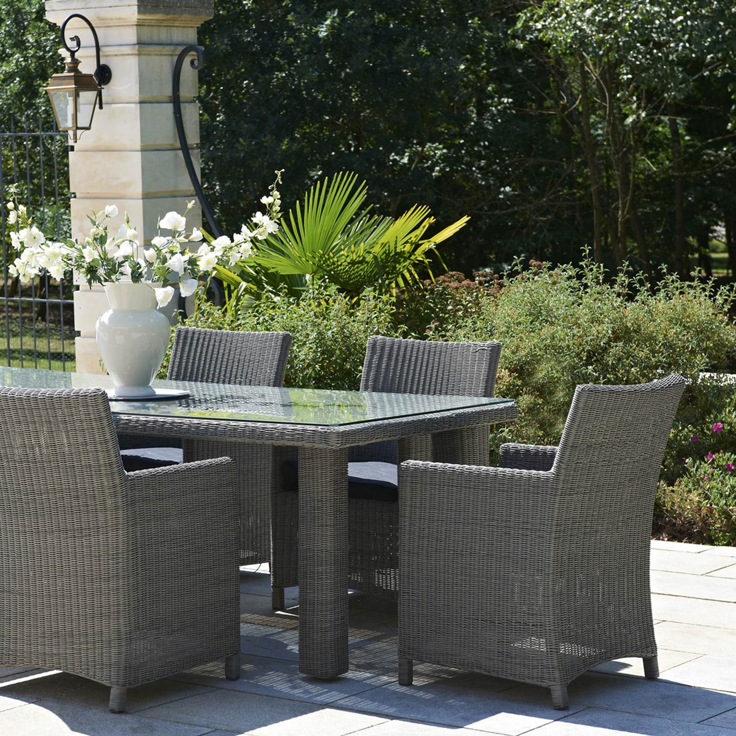 Salon de jardin haussman r sine tress e gris chin 1 table for Salon table et chaises de jardin
