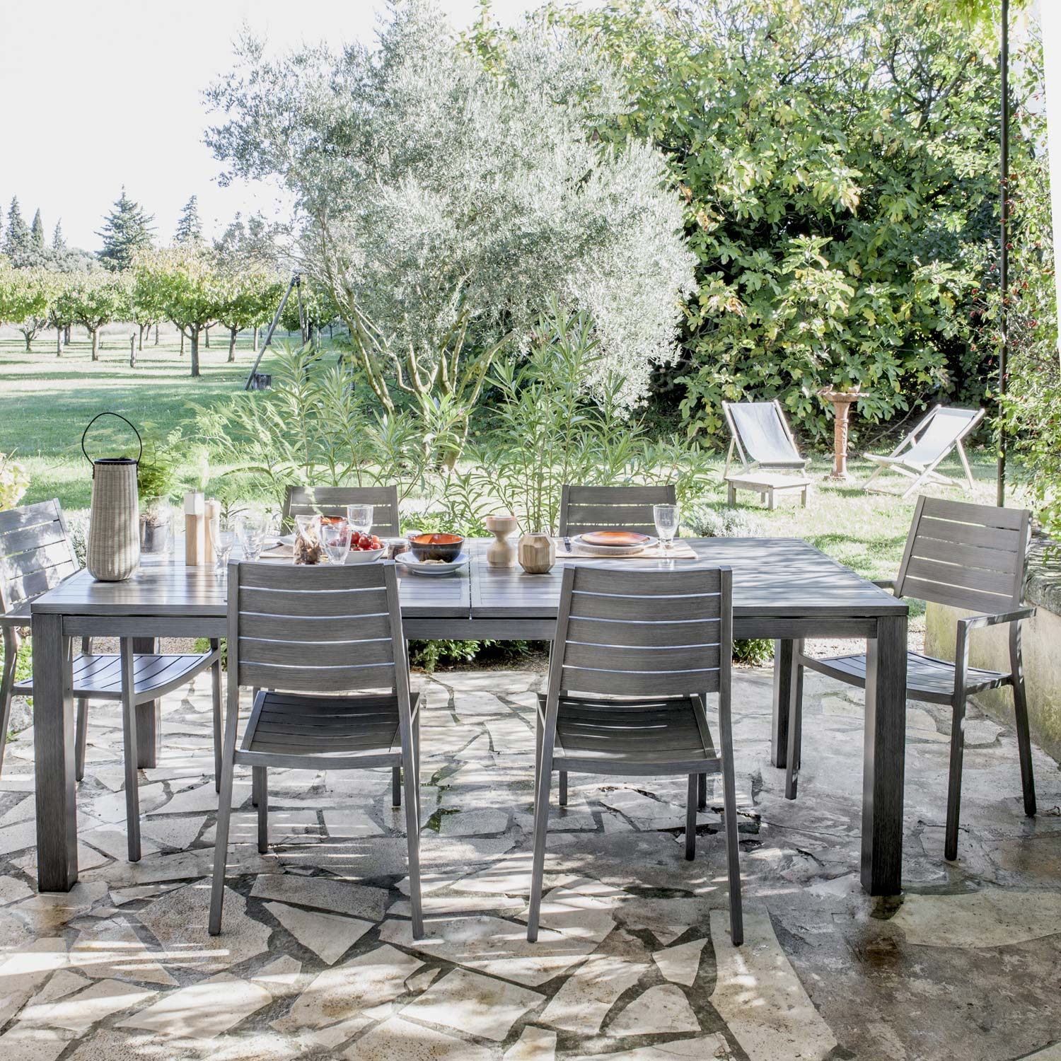 Salon de jardin antibes naterial gris 6 personnes leroy for Table extensible leroy merlin