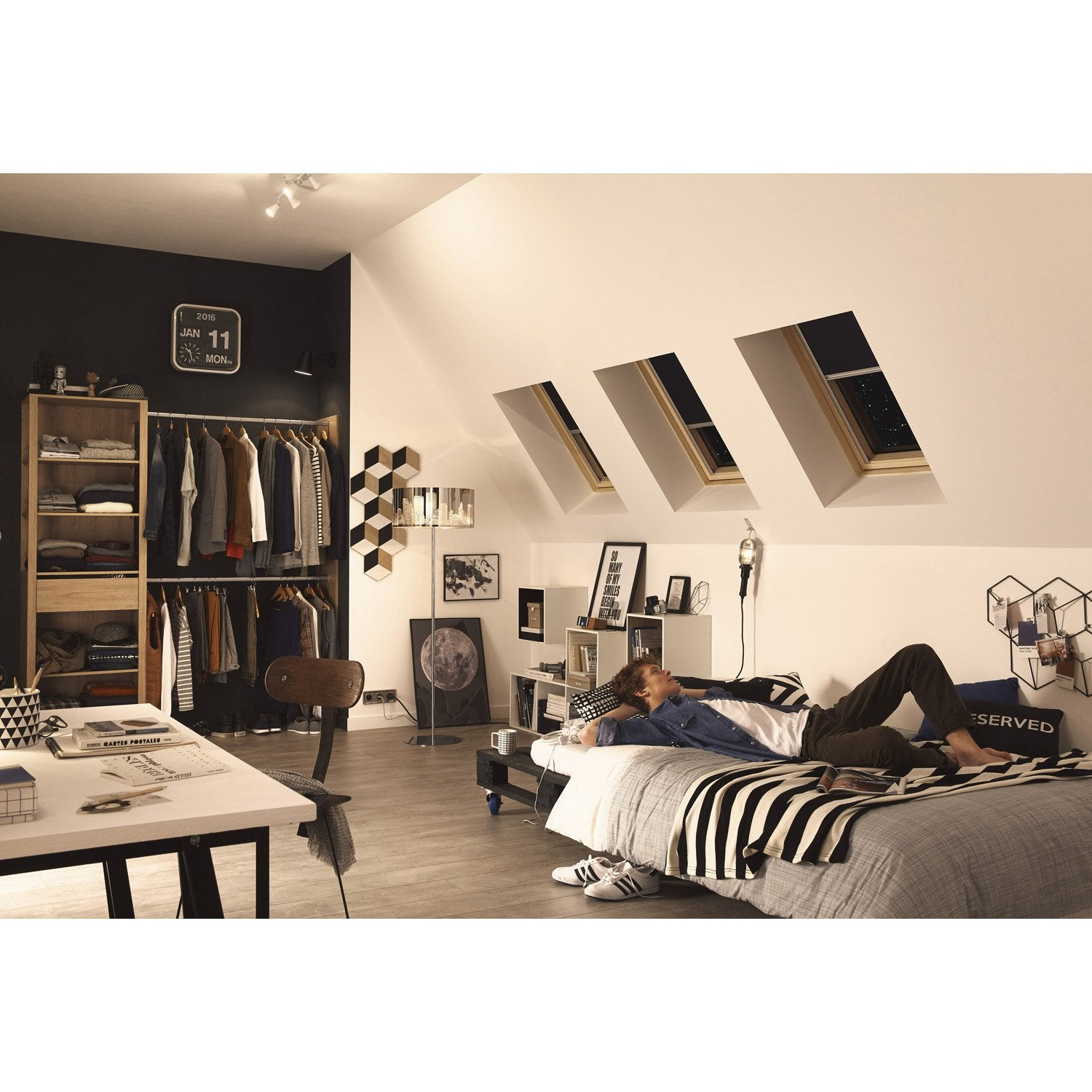 store fen tre de toit occultant bleu velux dkl m04 leroy merlin. Black Bedroom Furniture Sets. Home Design Ideas