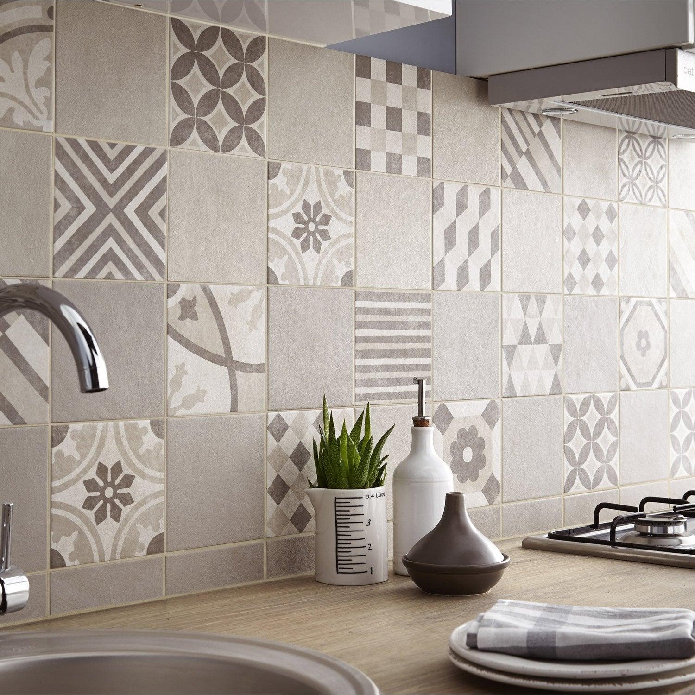 Carrelage sol et mur beige d cor elliot x cm for Papier peint salle de bain leroy merlin
