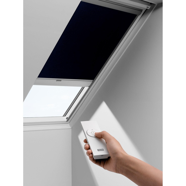 Store fen tre de toit occultant t l commande solaire for Store occultant fenetre de toit