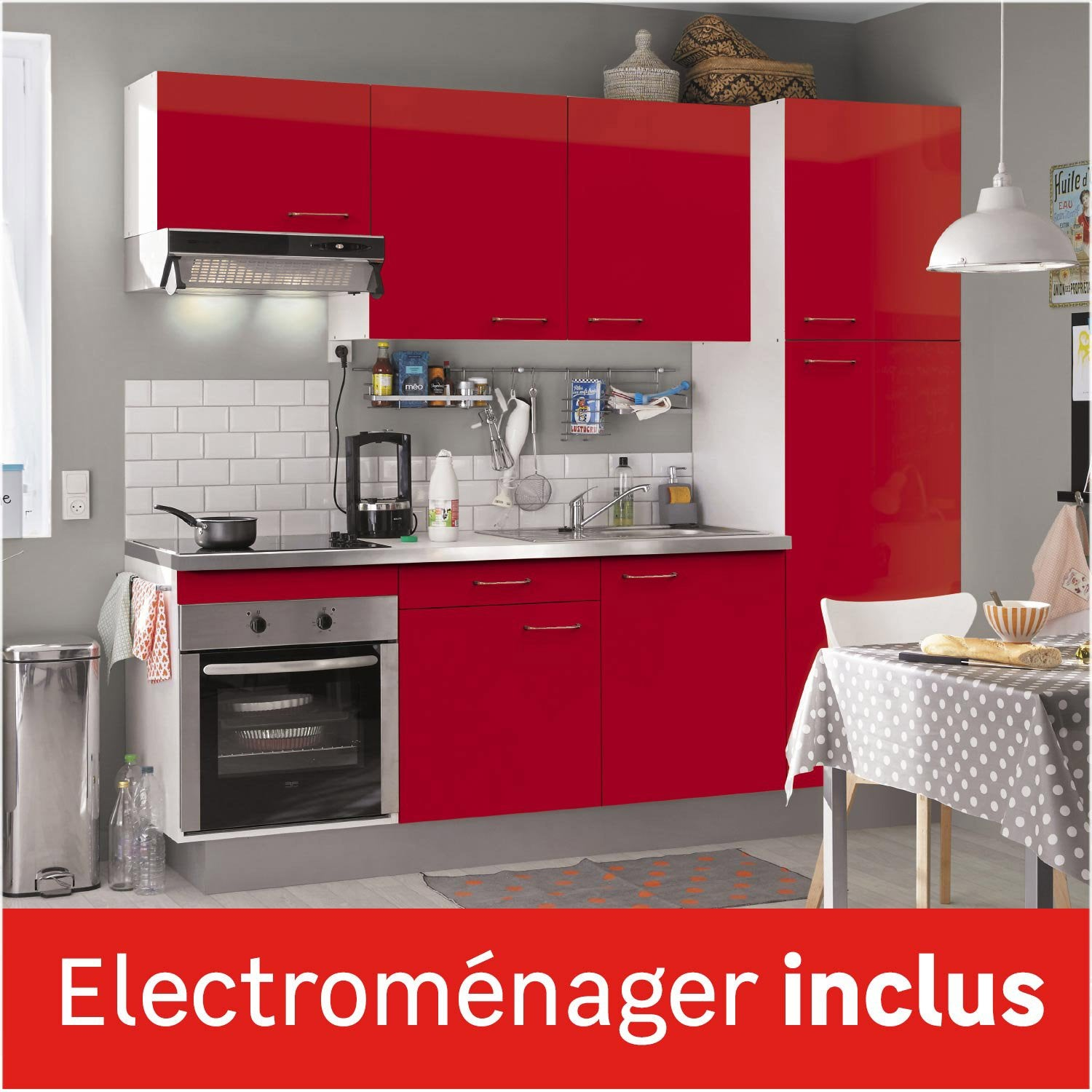 Cuisine quip e rouge brillant cm lectrom nager for Photos de cuisine equipee