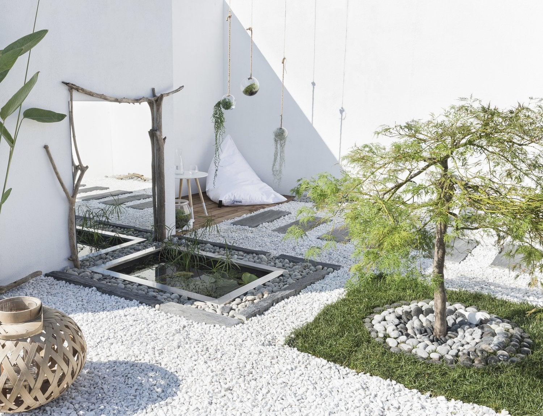 Des rondins en bois pour d limiter les parterres leroy for Petit portail pour jardin