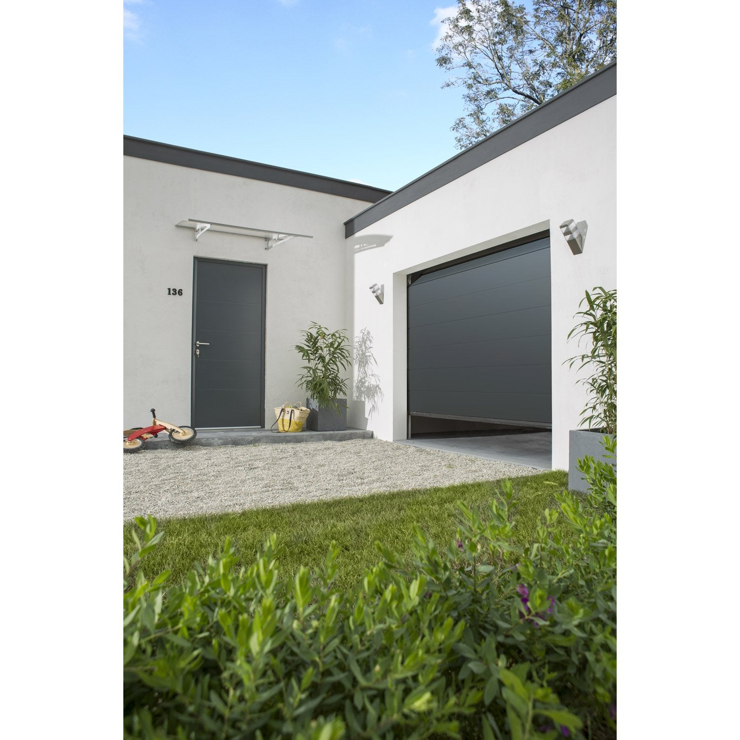 Porte de garage sectionnelle munich rainures horizontales gris 200 x 240 c - Leroy merlin porte garage sectionnelle ...