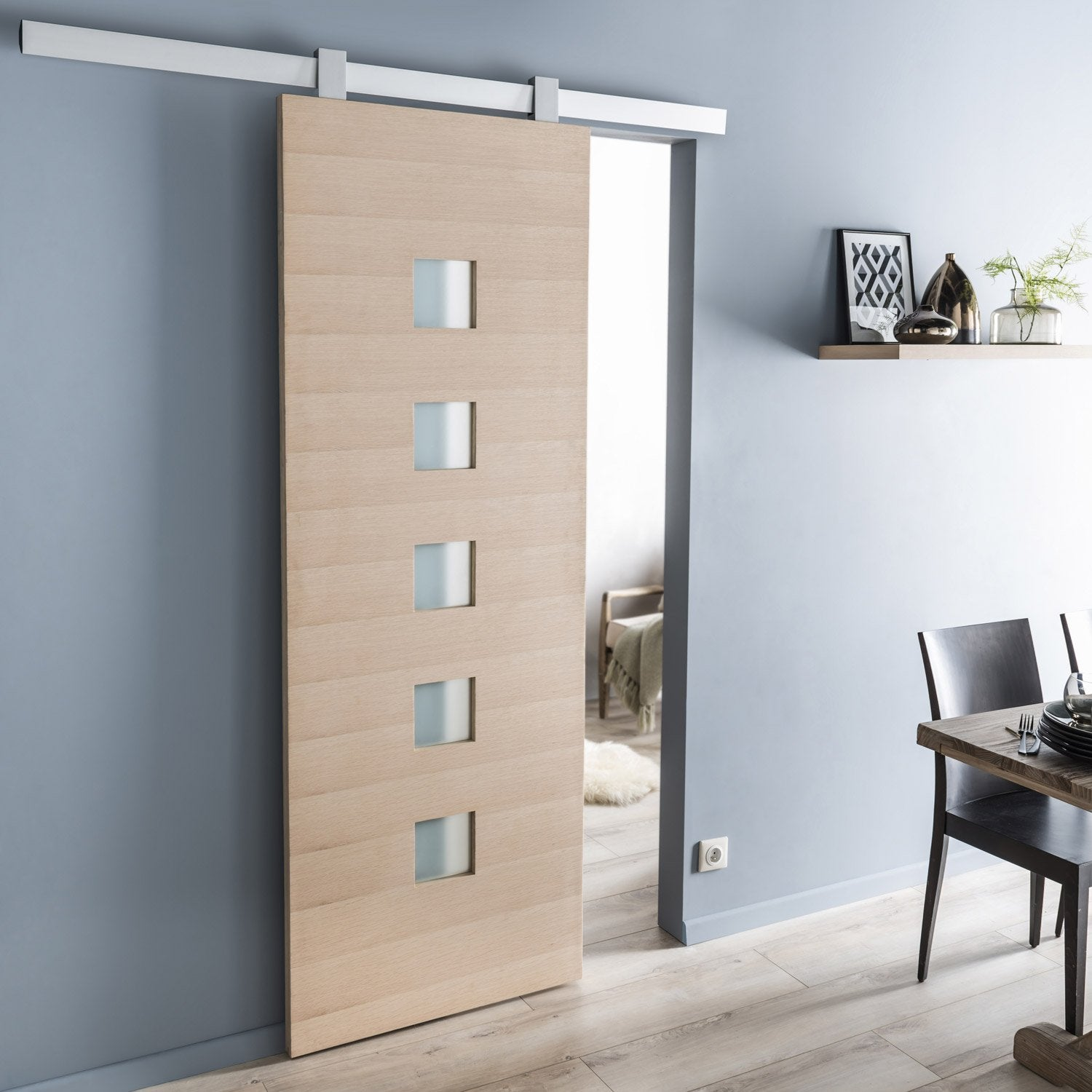 Ensemble porte coulissante l o ch ne plaqu ch ne avec le for Porte de renovation interieur castorama