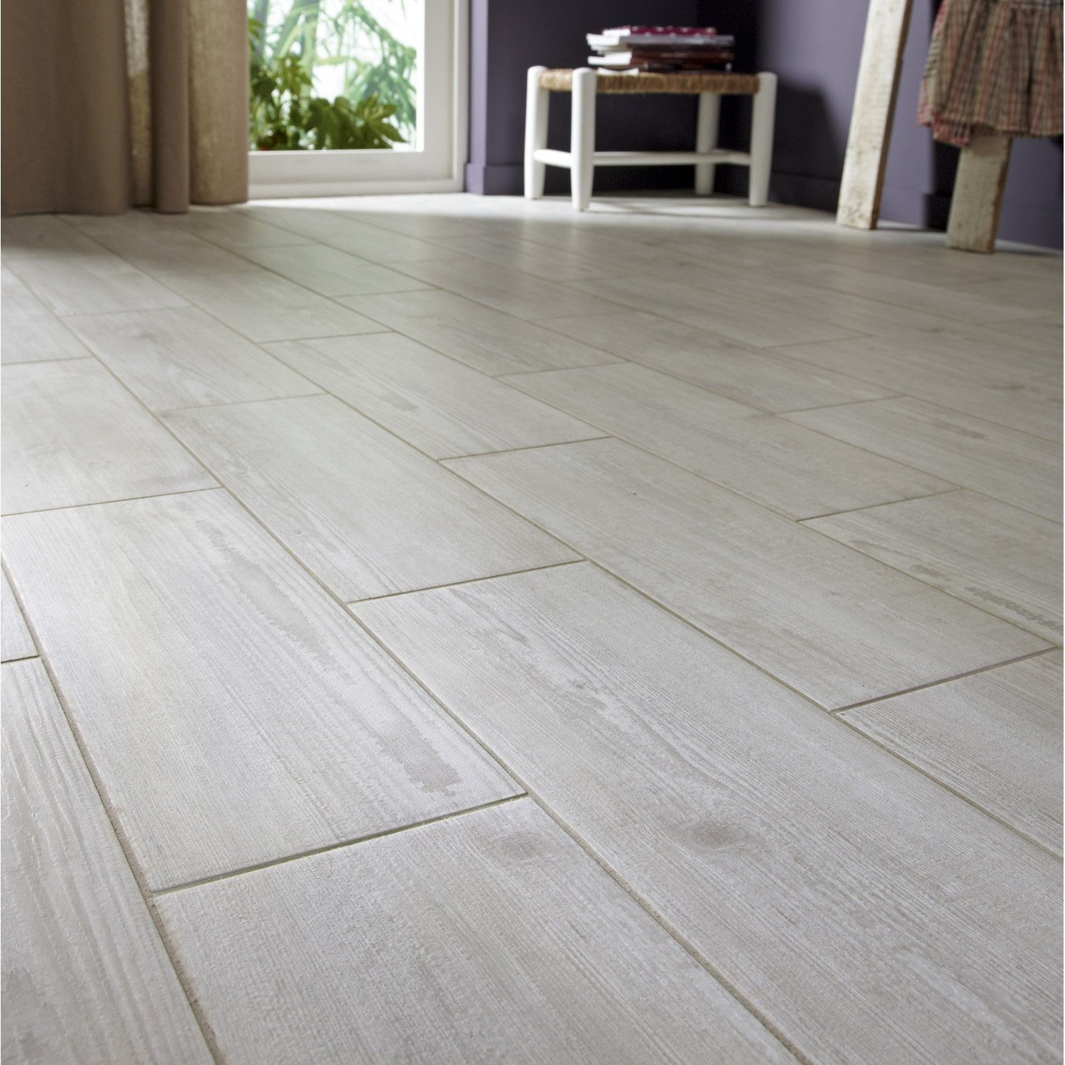 Carrelage gris mur blanc for Carrelage interieur