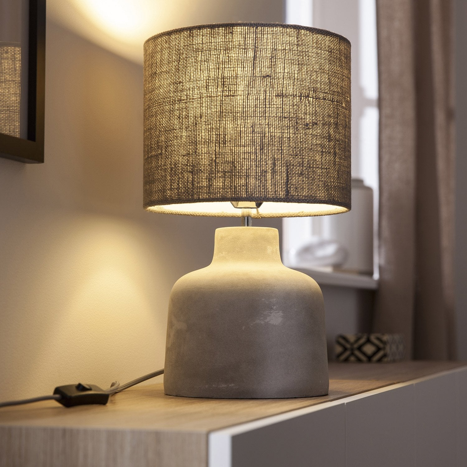 Lampe madison seynave tissu gris 40 w leroy merlin for Lampe a poser grise