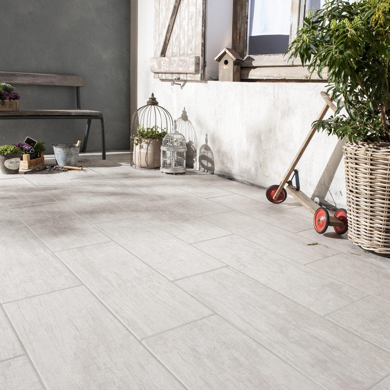 Carrelage sol blanchi effet bois river x cm for Plinthe en bois avec carrelage