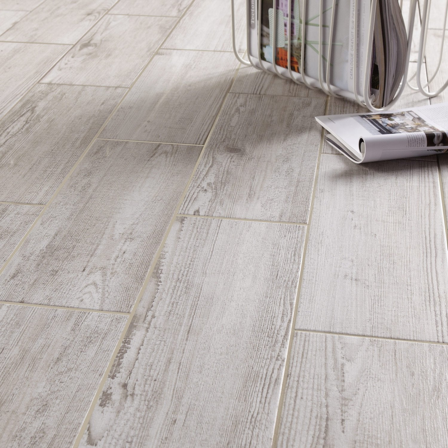 Carrelage aspect bois gris for Carrelage en bois