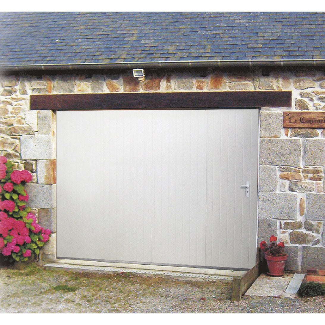 Porte de garage coulissante manuelle artens x for Installer chatiere porte garage