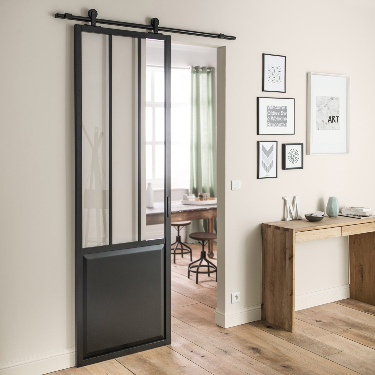 Ensemble porte coulissante atelier mdf rev tu avec le rail for Verriere de separation interieure