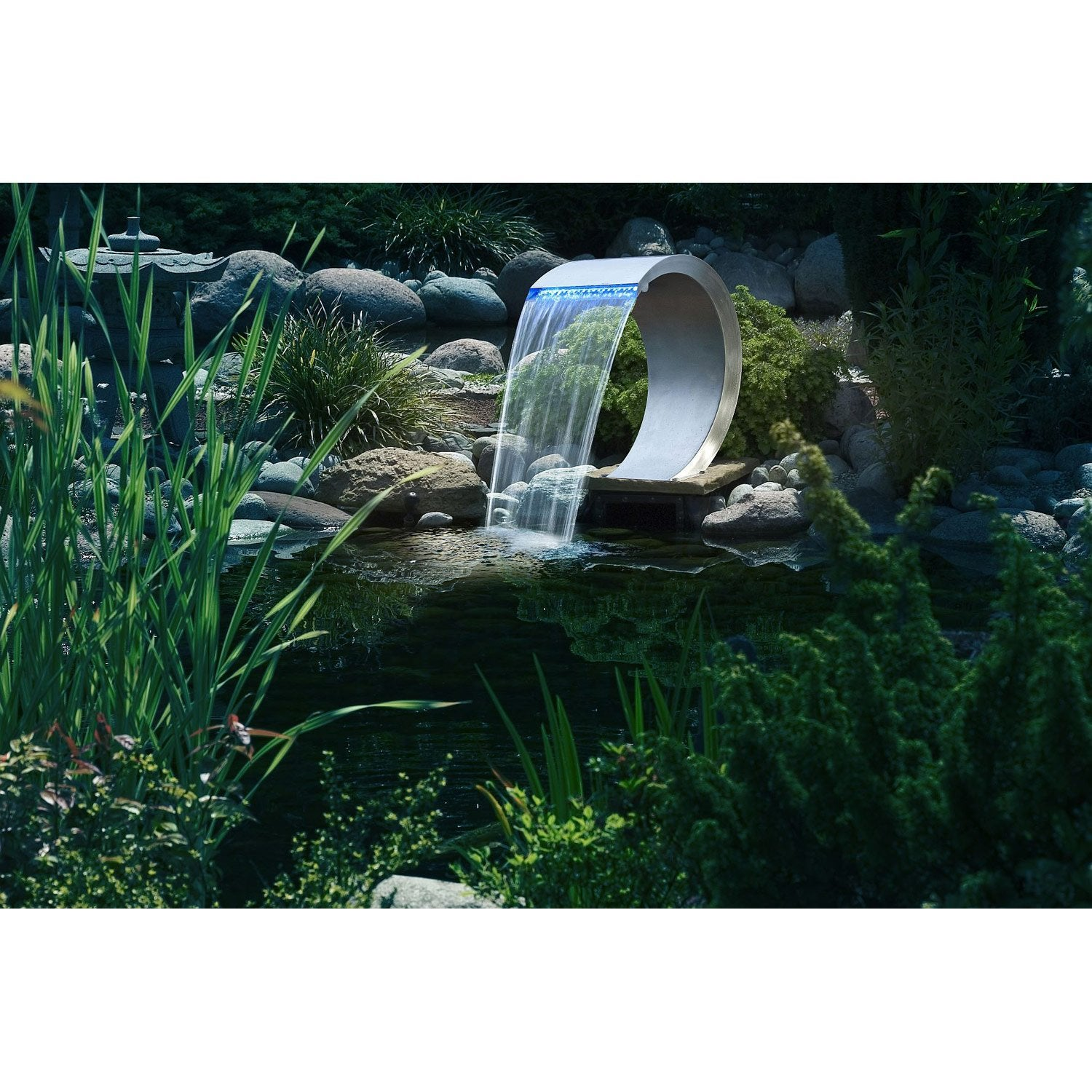 Cascade artificielle exterieur fashion designs for Bache pour bassin de jardin