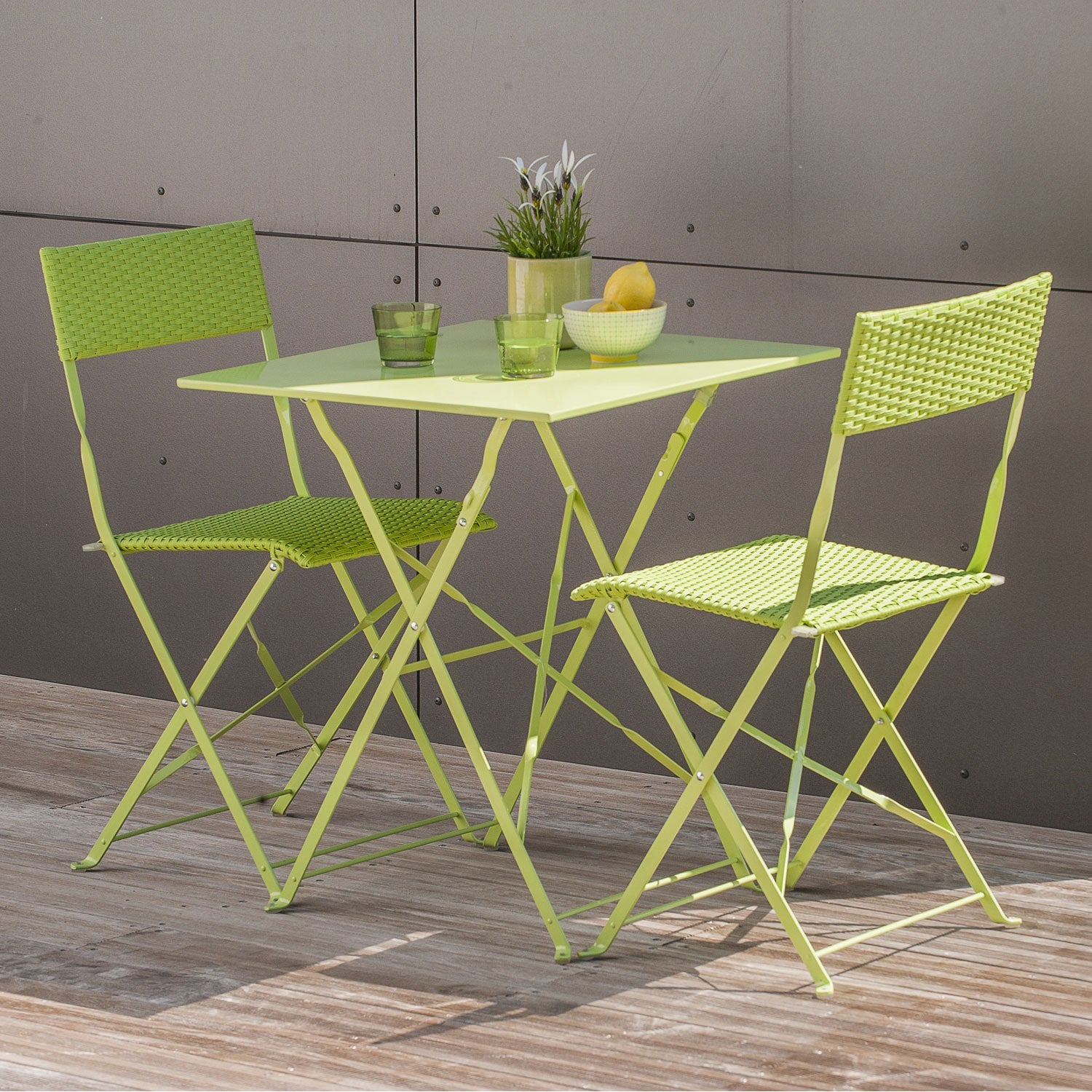 Salon de jardin mezzo acier vert 1 table gueridon 2 for Table avec chaise encastrable conforama