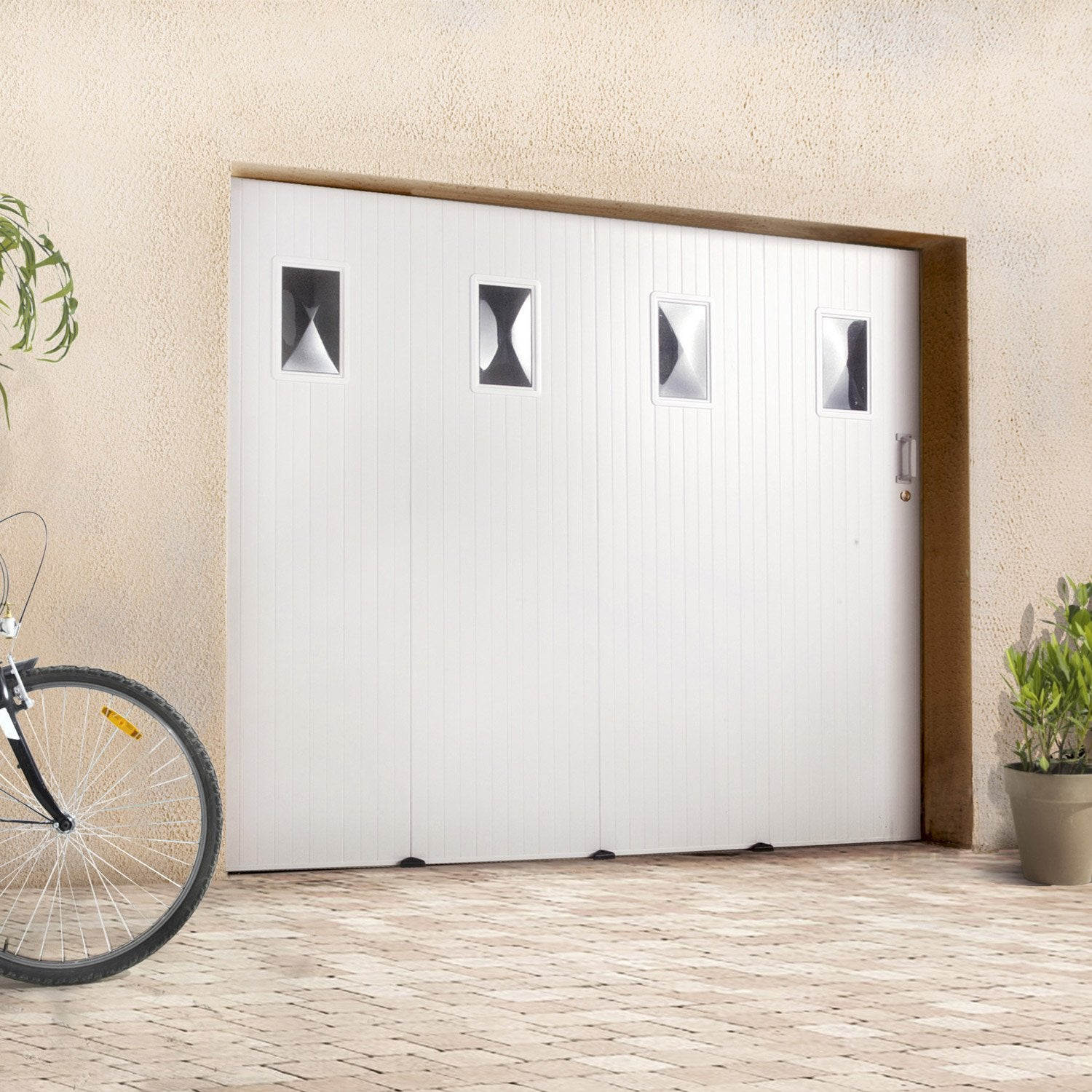 Pose d 39 une porte de garage coulissante lat rale leroy merlin for Installer chatiere porte garage