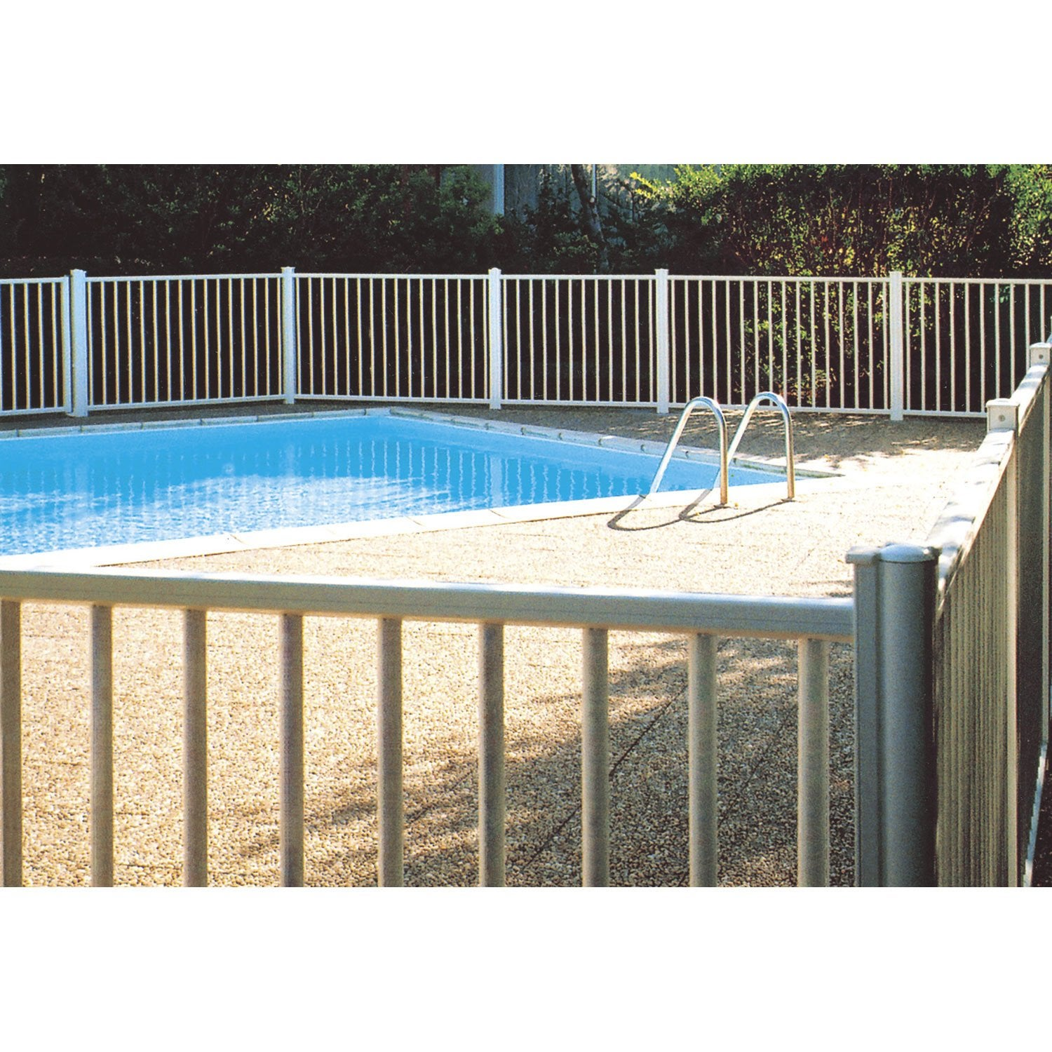 Barri re pour piscine aluminium issambres blanc 9010 h for Portillon en fer pas cher