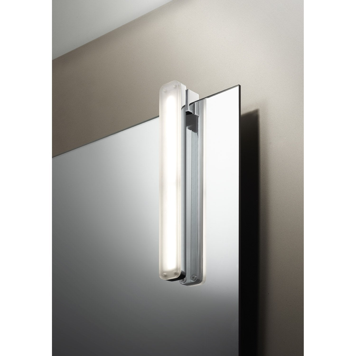 Awesome spot miroir salle de bain gallery awesome for Miroir led salle de bain