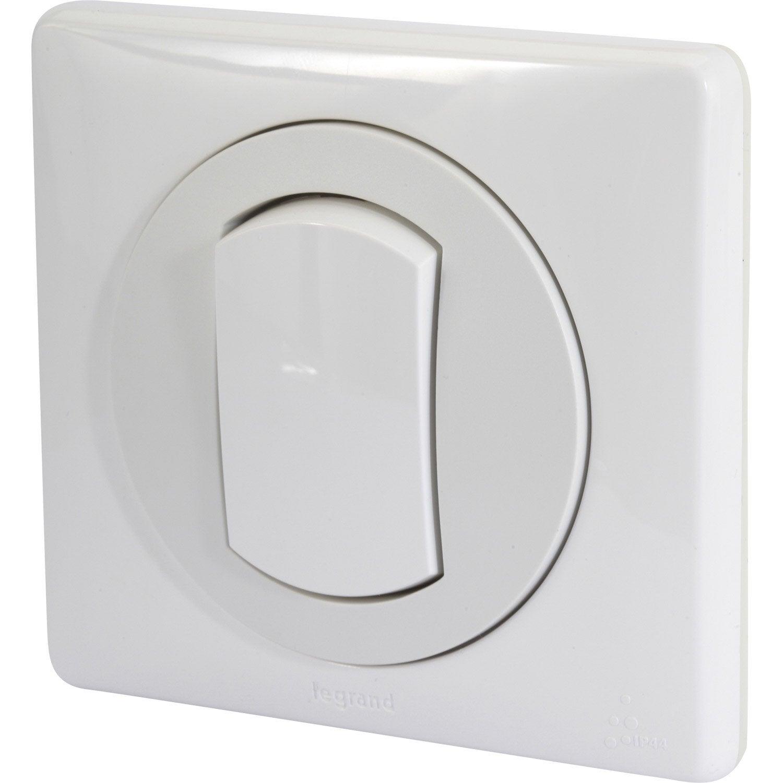 Interrupteur va et vient tanche legrand c liane blanc for Interrupteur exterieur legrand