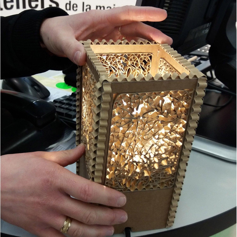 Atelier cr ation fabriquer une lampe en carton recycl - Fabriquer une chaussure en carton ...