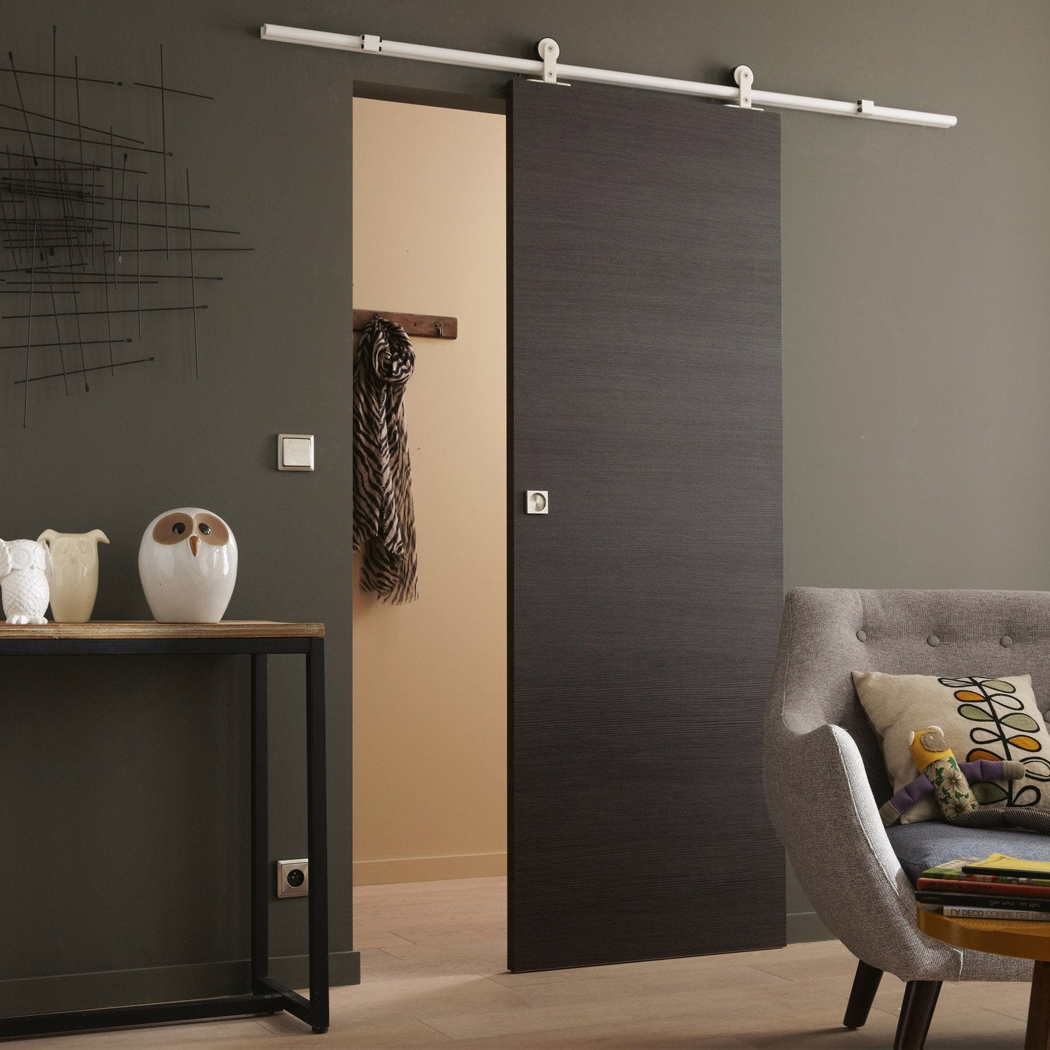 Pose d 39 une porte coulissante suspendue leroy merlin for Porte coulissante suspendu