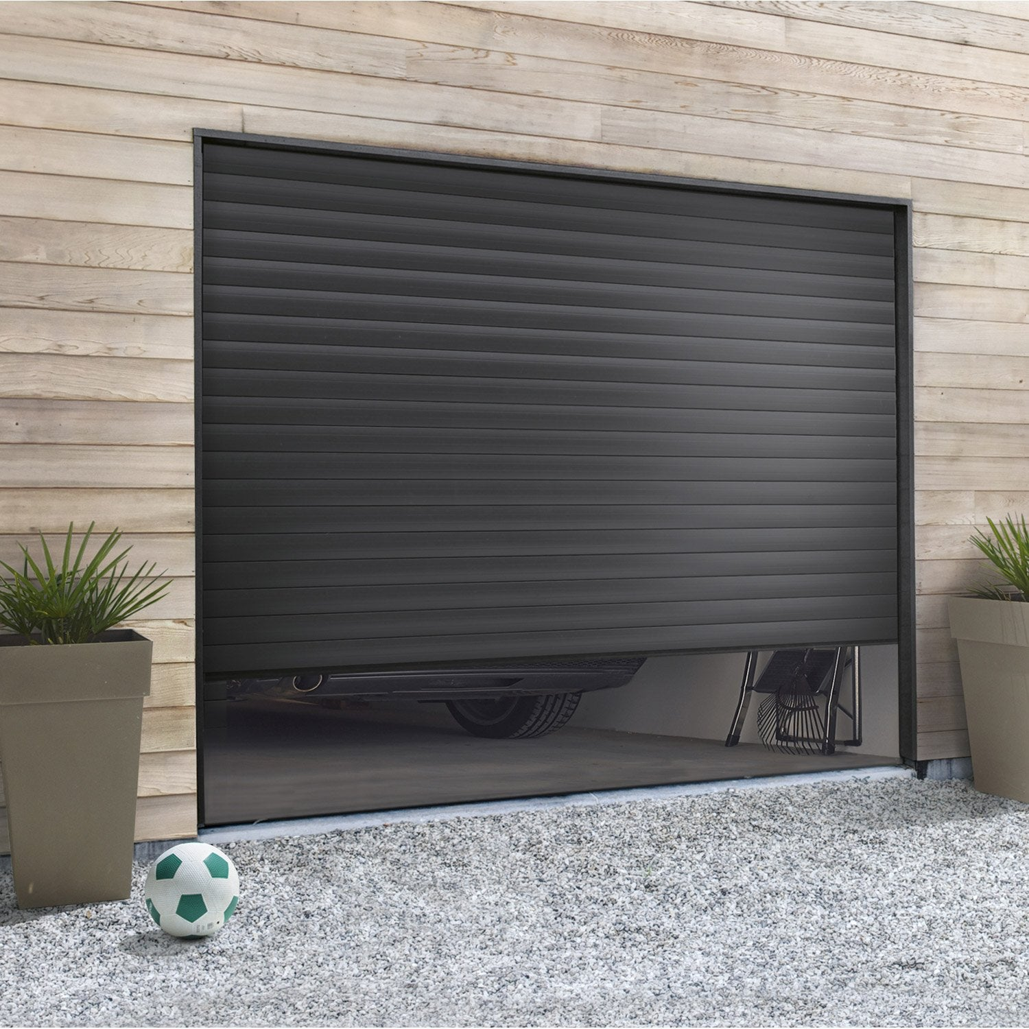 Pose d 39 une porte de garage enroulement leroy merlin for Installer chatiere porte garage