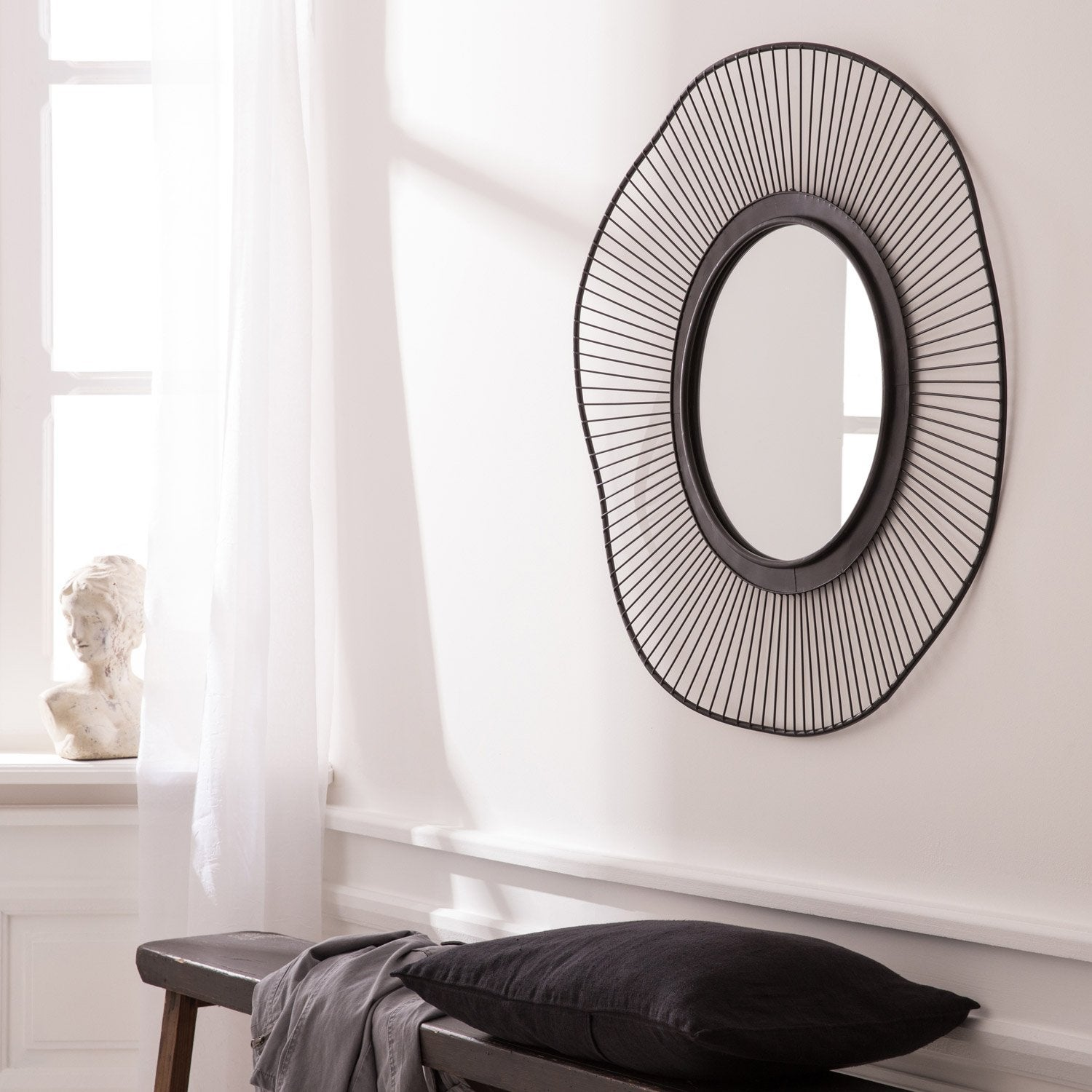 grand miroir rond design 54758 miroir id es. Black Bedroom Furniture Sets. Home Design Ideas