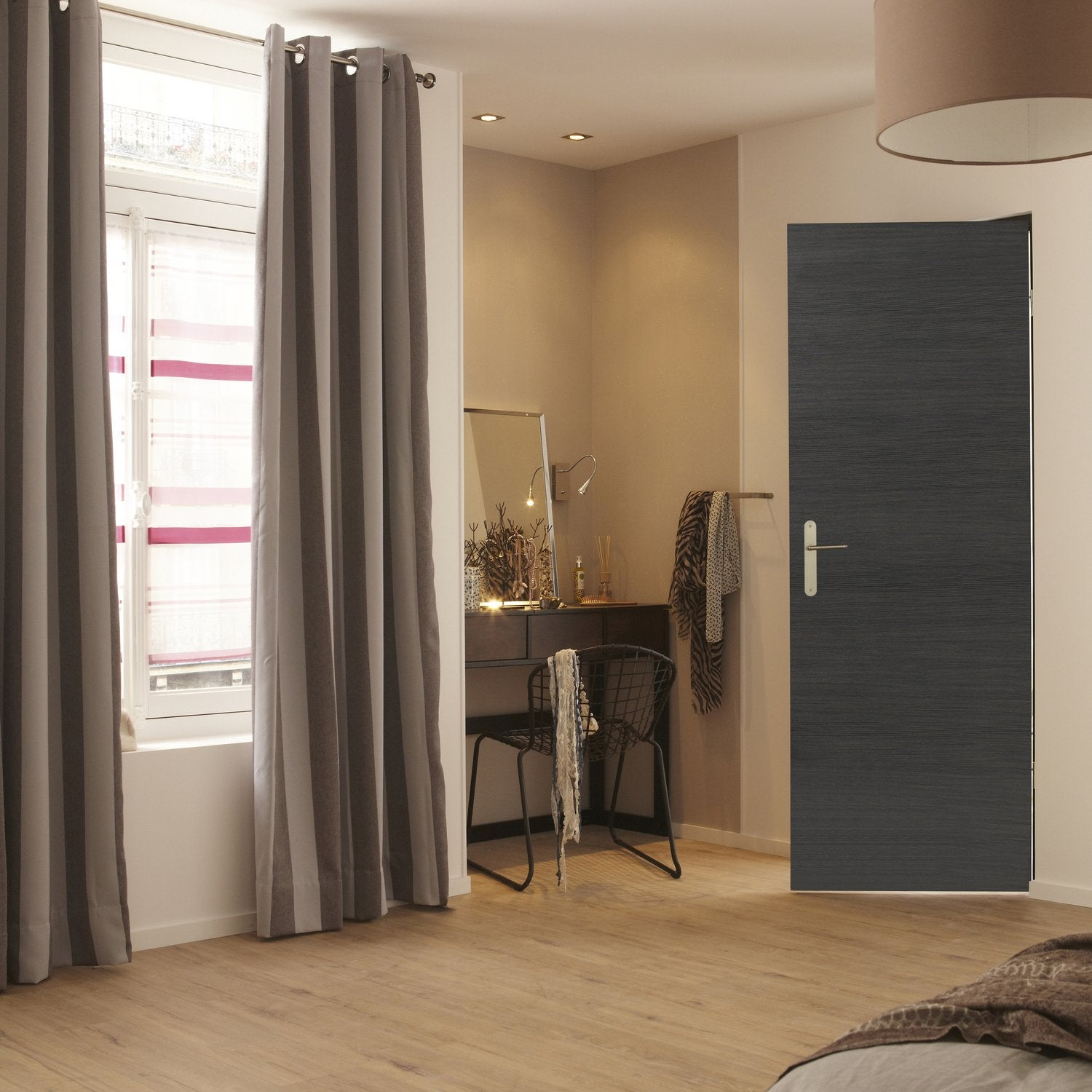une porte int rieure moderne et originale leroy merlin. Black Bedroom Furniture Sets. Home Design Ideas