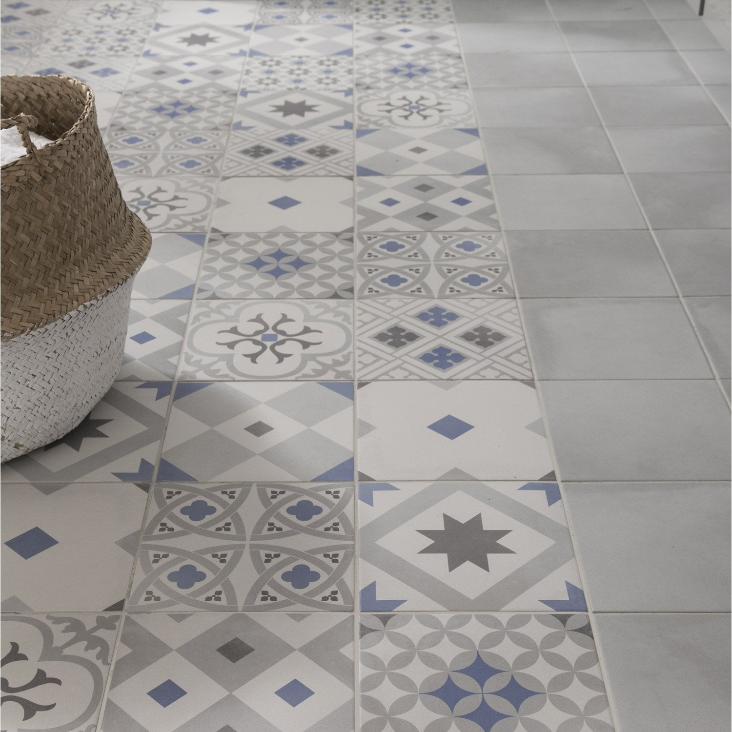 Carrelage sol et mur gris effet ciment gatsby x for Carrelage hexagonal leroy merlin