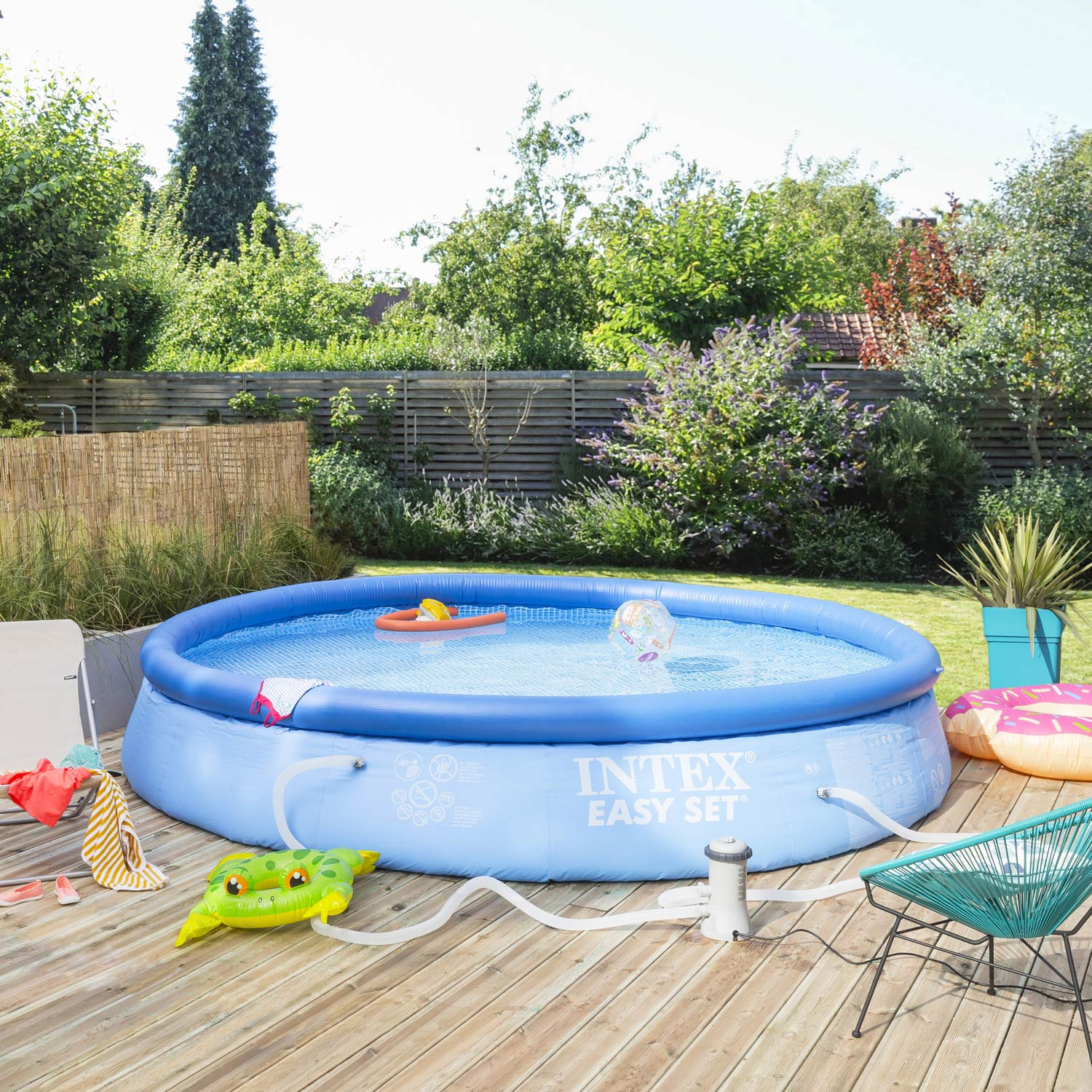 Piscine hors sol autoportante gonflable easy set intex for Plateforme piscine hors sol