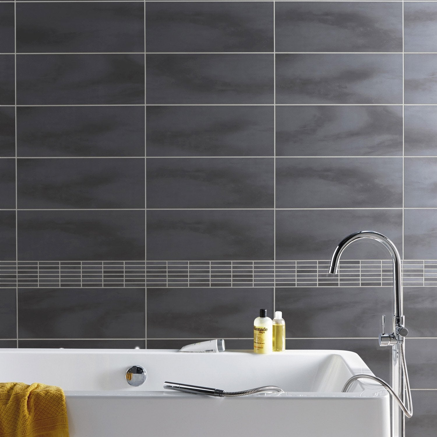Fa ence mur anthracite brooklyn x cm leroy merlin for Travaux carrelage salle de bain
