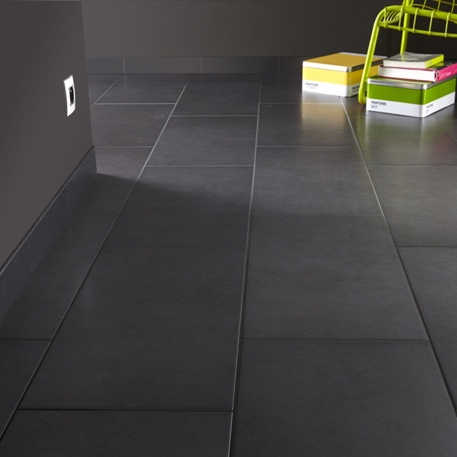Carrelage sol et mur gris gris 1 effet b ton universo for Carrelage rectangle