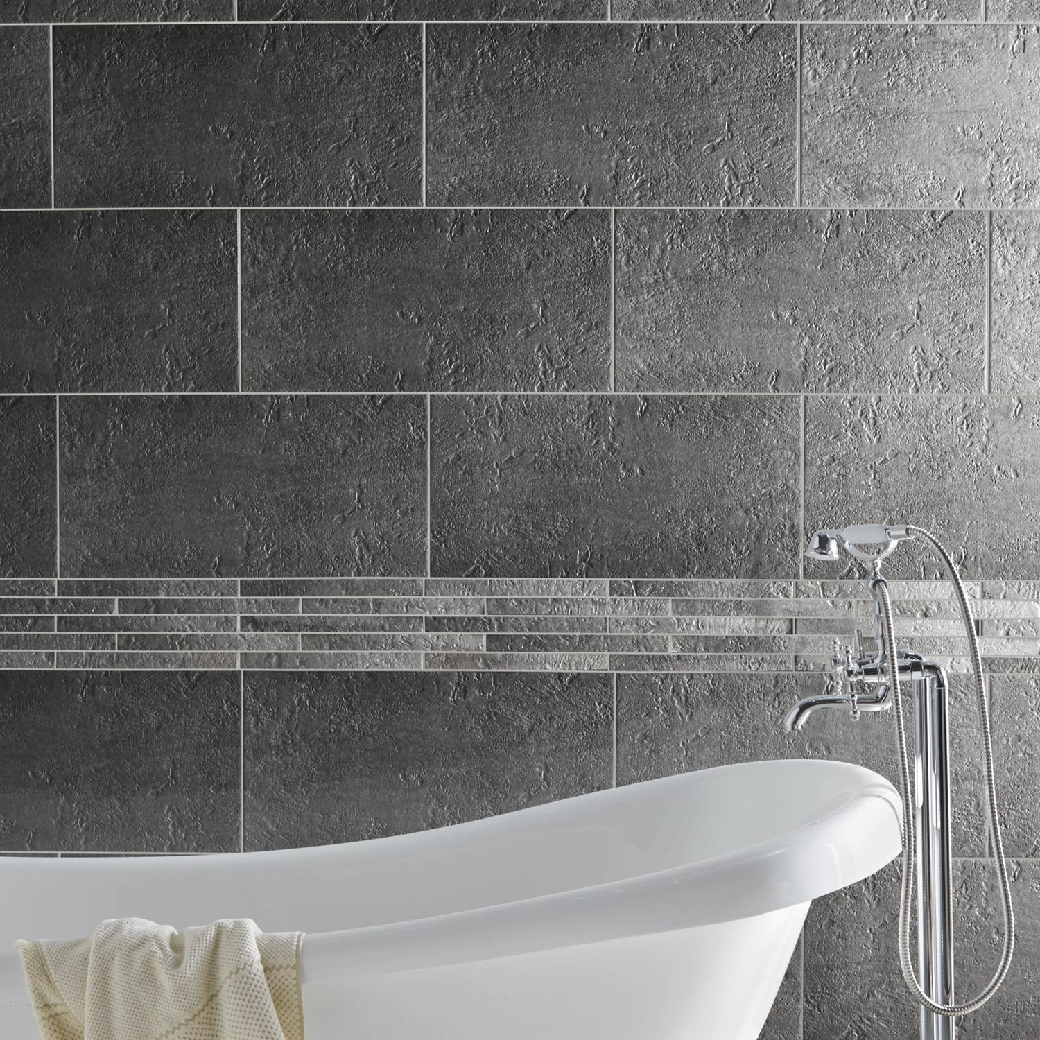 Carrelage sol et mur gris vestige x cm leroy for Photo carrelage salle de bain