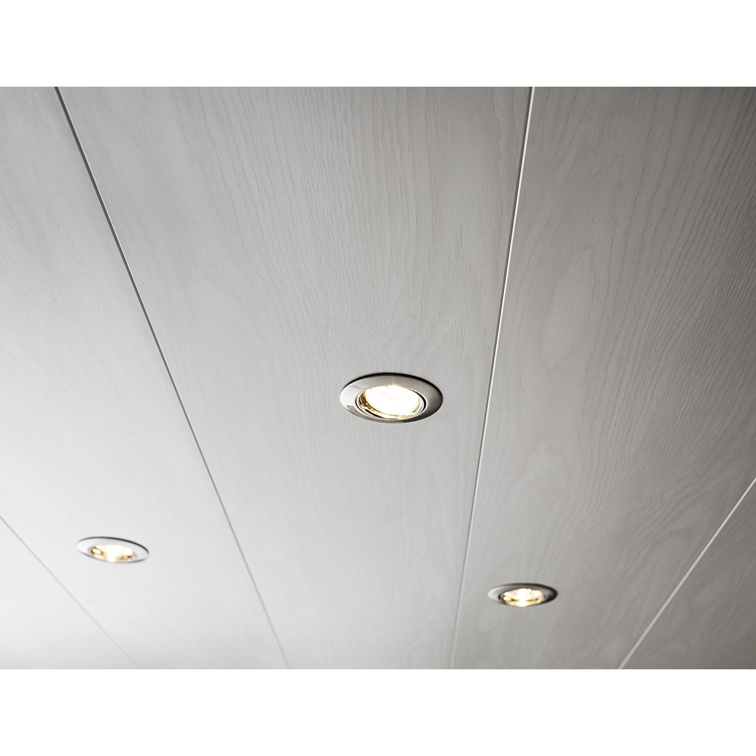 Lambris pvc blanc artens x cm x mm for Plafond en pvc blanc
