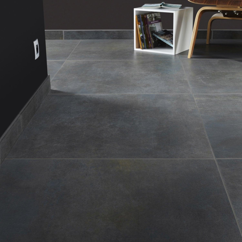 Carrelage sol et mur gris smoke effet b ton live x cm leroy merlin for Peinture gris brillant mur