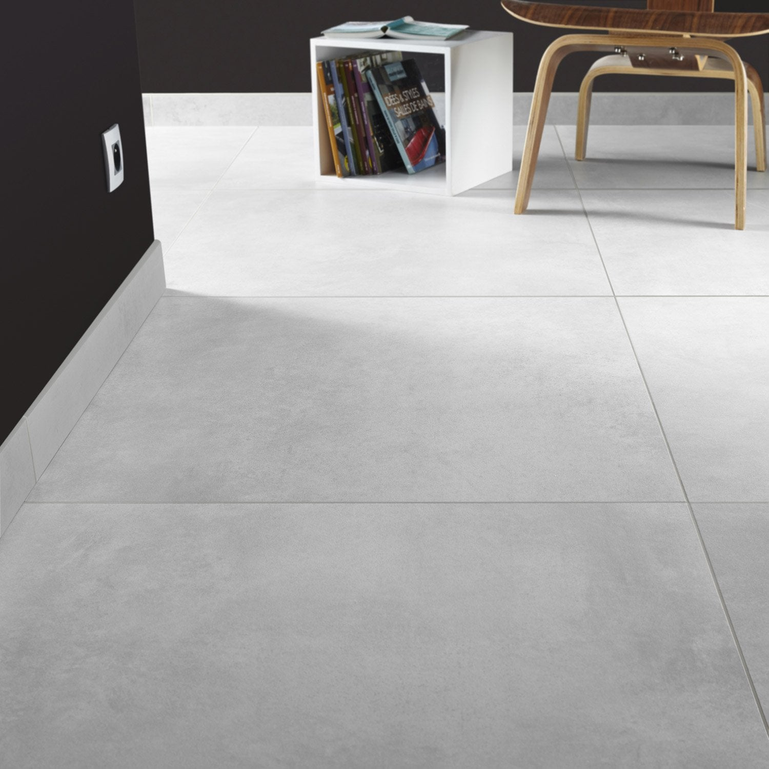 Carrelage sol blanc brillant with carrelage sol blanc for Carrelage noir brillant