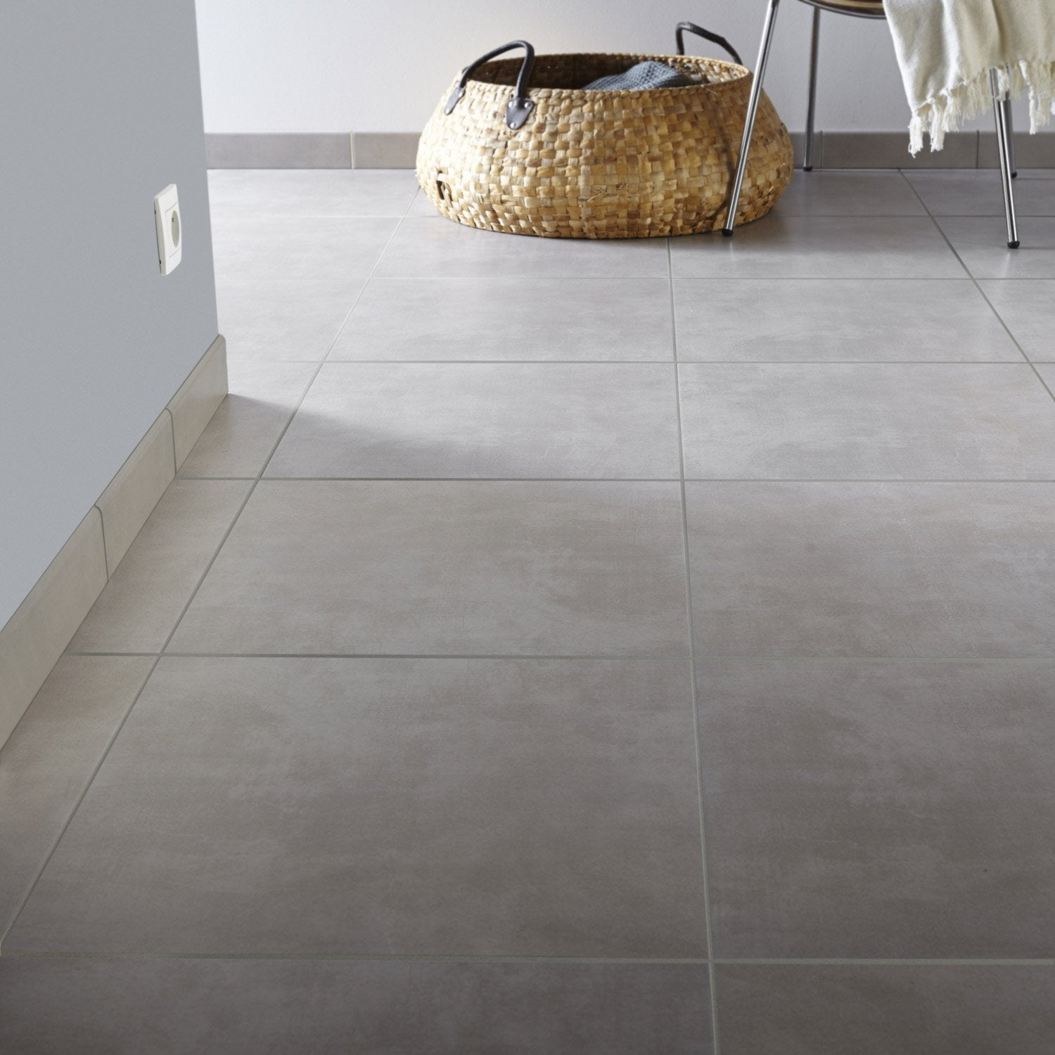 Carrelage sol et mur taupe effet b ton kiosque x for Carrelage style