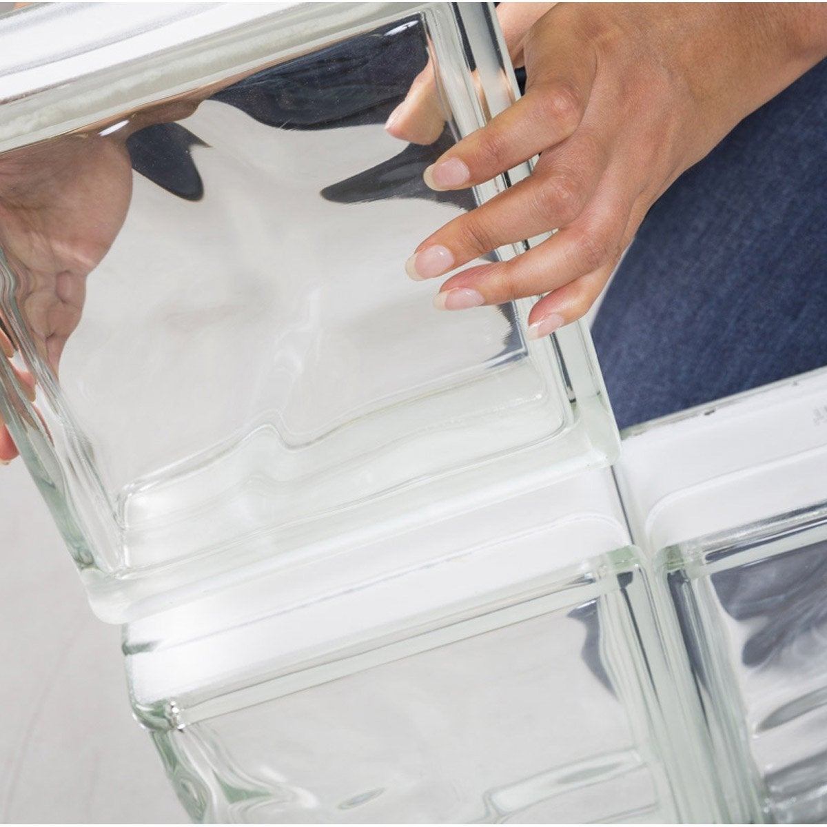 monter un mur en briques de verre 3h leroy merlin. Black Bedroom Furniture Sets. Home Design Ideas