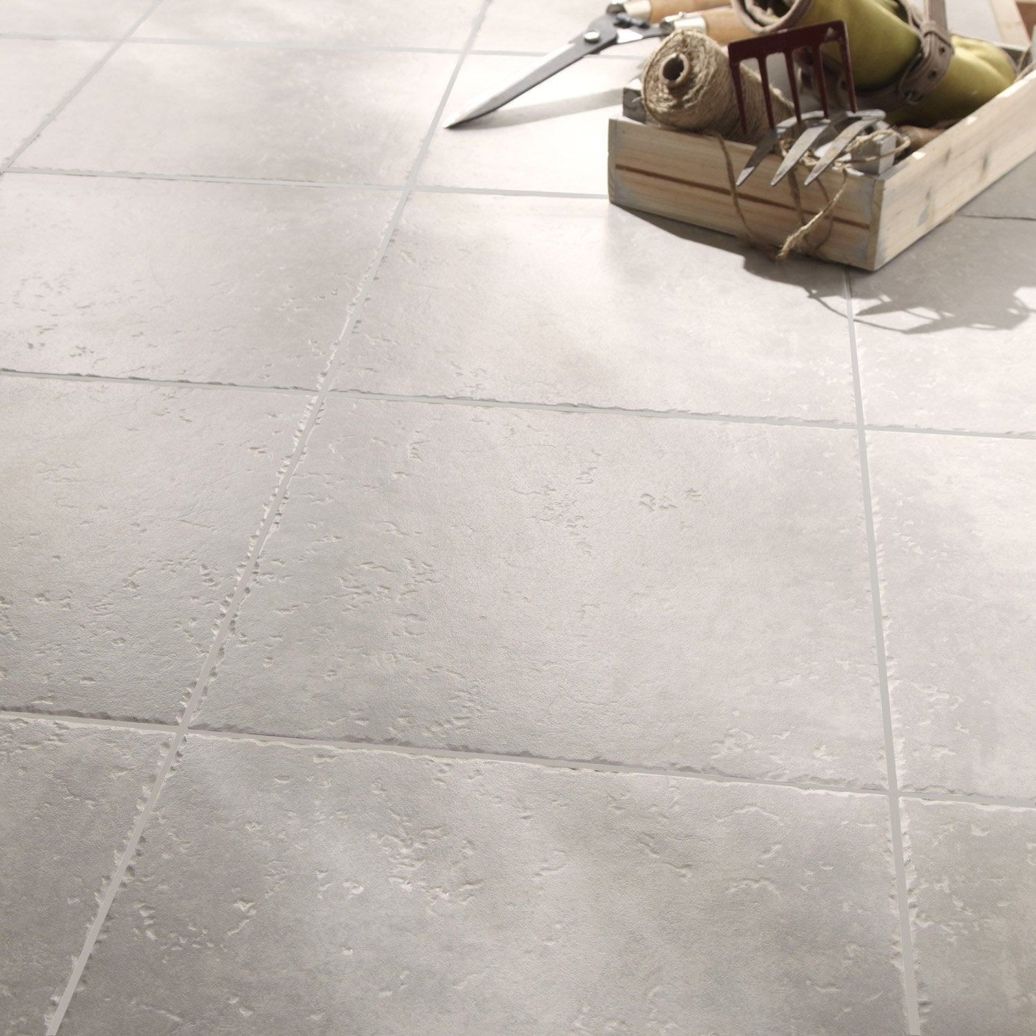 Carrelage sol et mur gris clair effet pierre michigan for Carrelage 45x45 gris anthracite