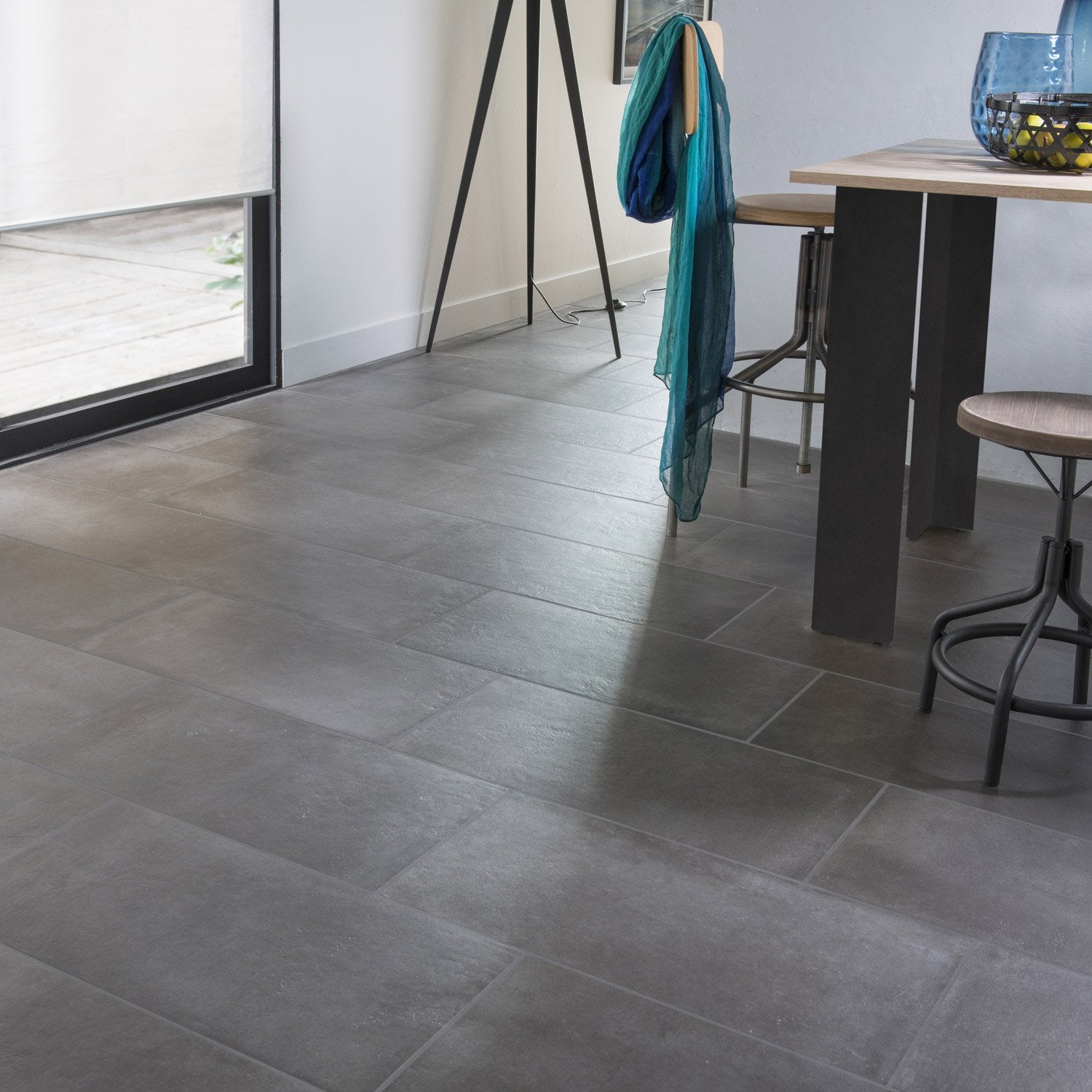 Carrelage sol et mur anthracite effet b ton time x cm leroy merlin for Cuisine carrelage gris anthracite