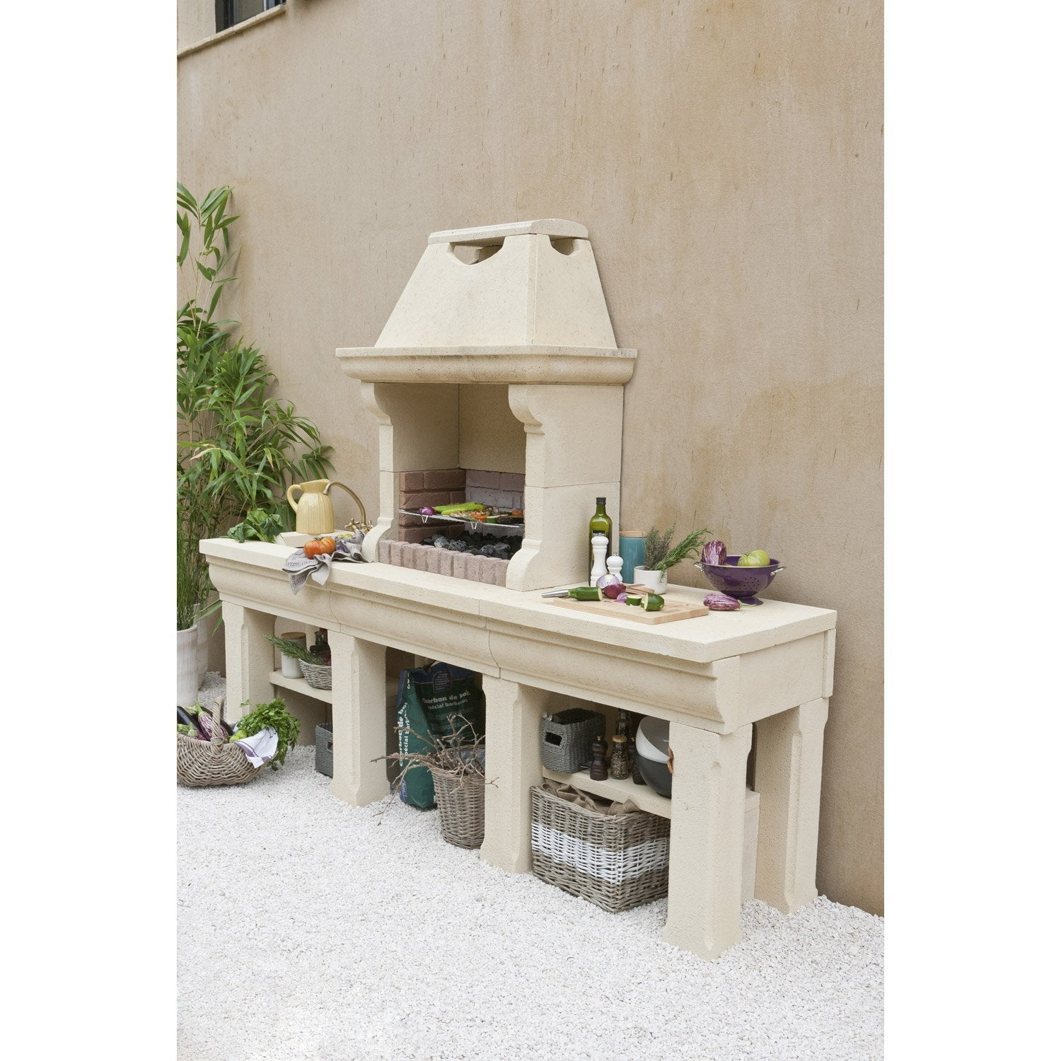 Barbecue en b ton beige touraine x x for Barbecue exterieur en pierre