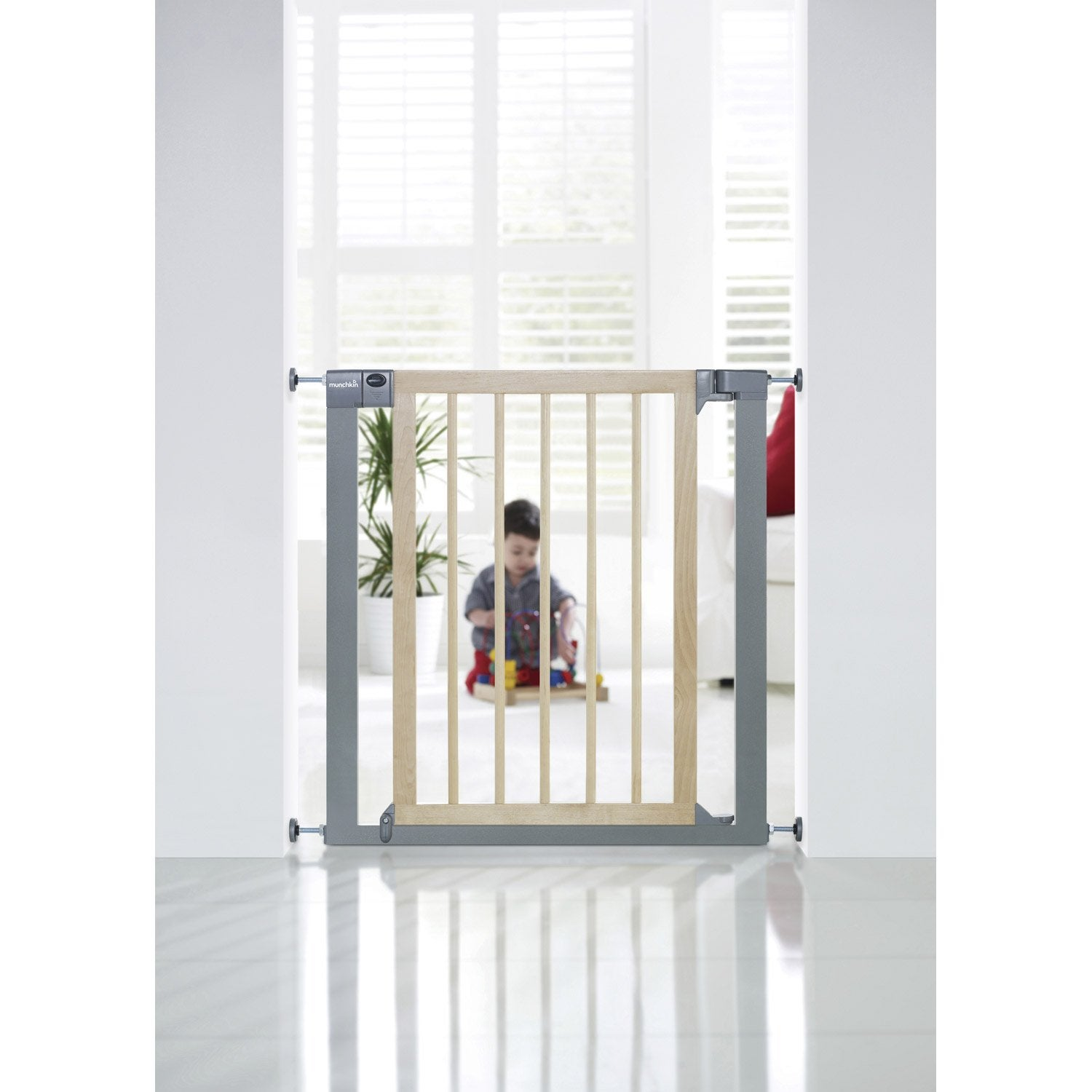 Barri re de s curit enfant munchkin bois m tal for Barriere escalier leroy merlin