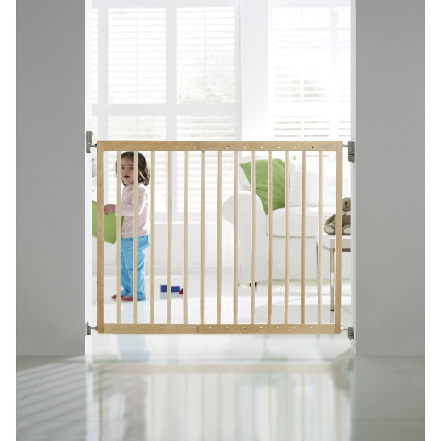 Barri re de s curit enfant munchkin bois cm - Barriere de securite escalier sans vis ...