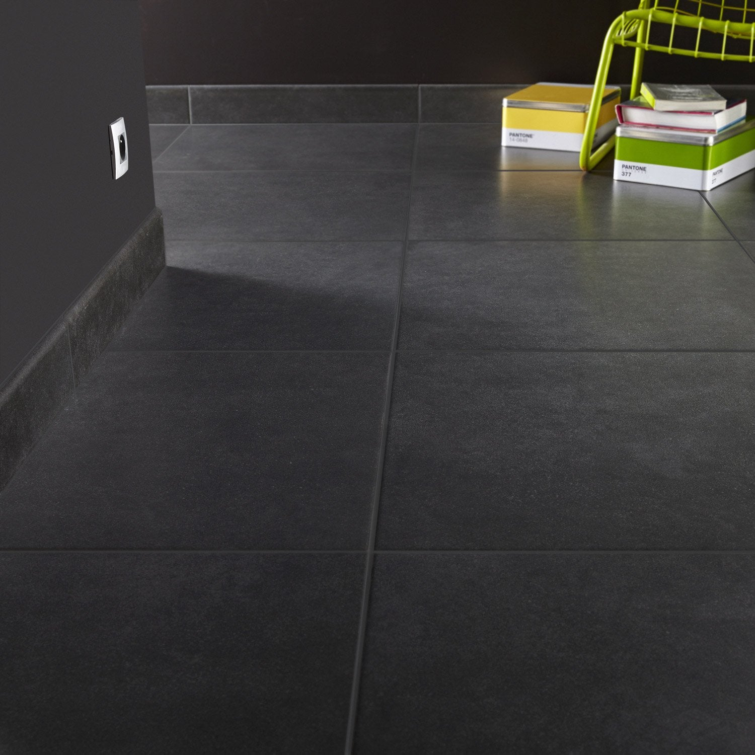 Carrelage sol et mur anthracite effet b ton fussion x for Carrelage gris anthracite